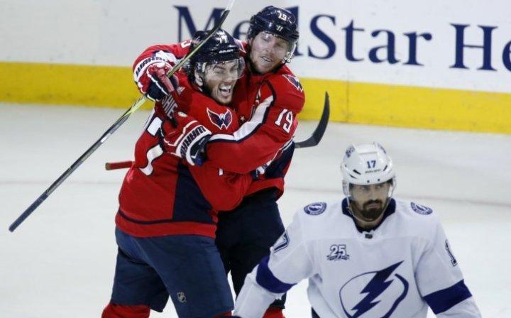 Lightning_Capitals_Hockey_00969-727x453.jpg